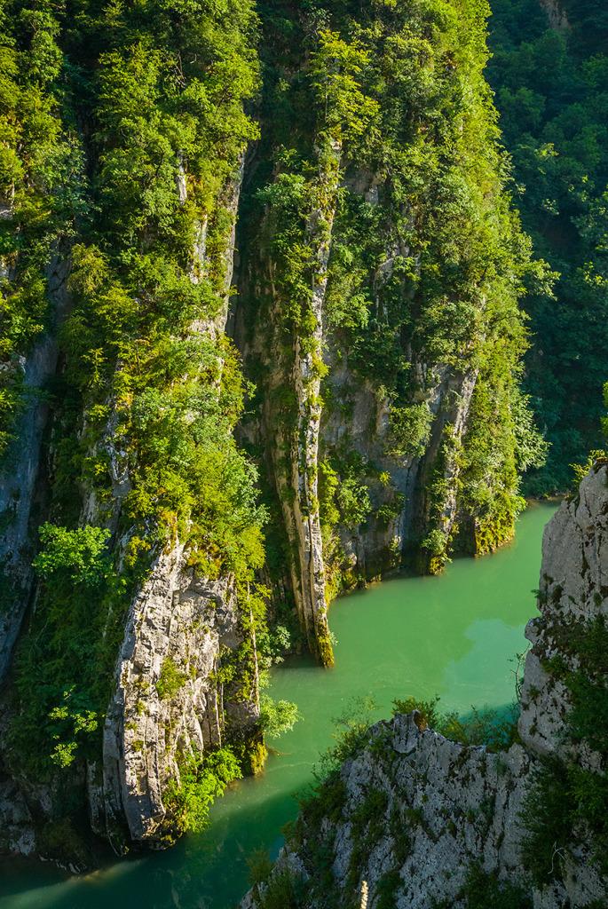 29. Calcaire vertical - Val de Fier - Haute Savoie